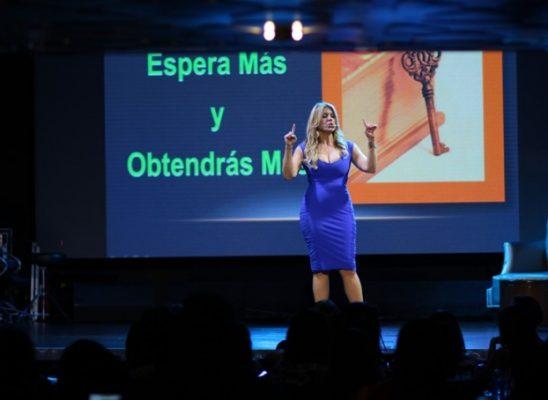 María Marín: exitosa en su primera conferencia en RD
